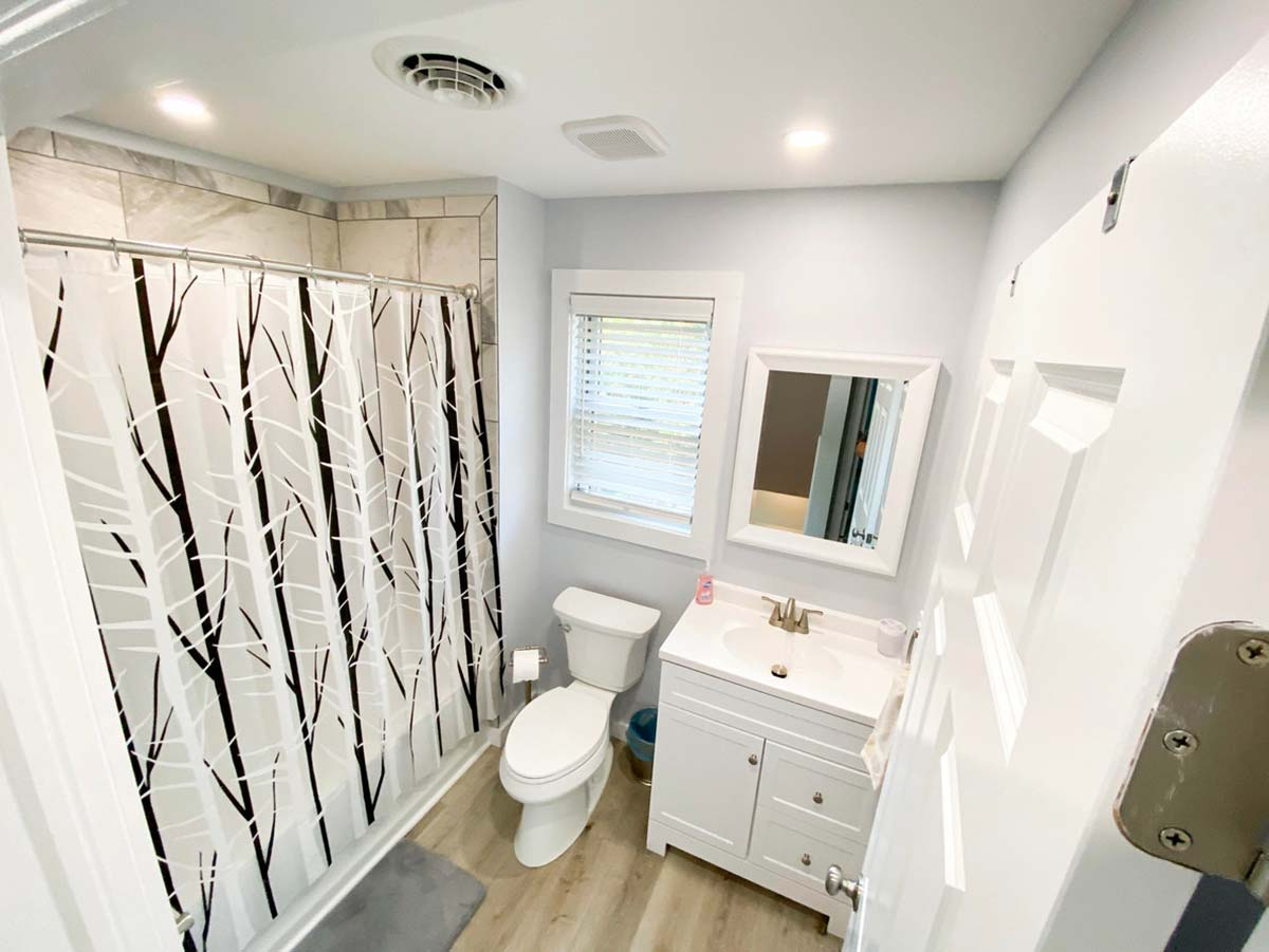 Full bath with bright fixtures and amenitites